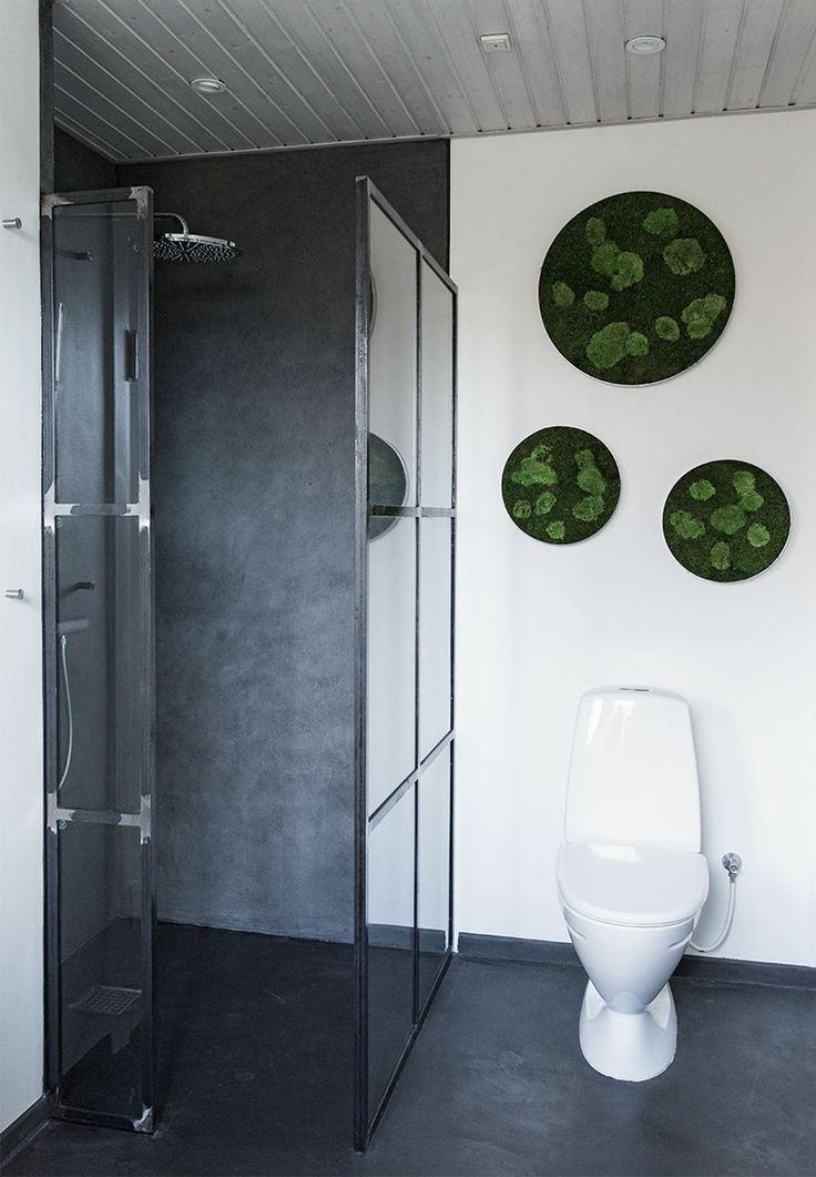 Rustikt badeværelse med en smule natur