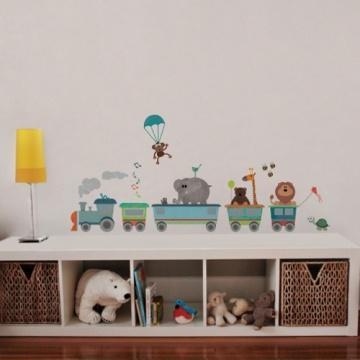 a meninos de até 5 anos, o adesivo de parede Trenzinho Colorido é puro encanto! Ambientes recomendados