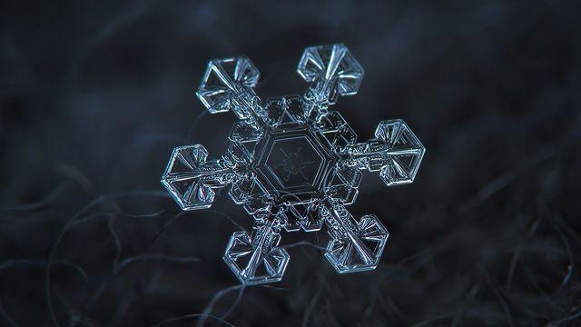 Snowflake HD wallpaper: Ice crown