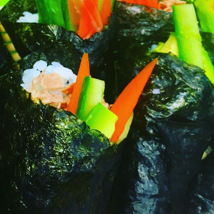 Grab'n'go the simple sushi roll #sushi #healthyfood so easy to put together and so delicious as a snack to go