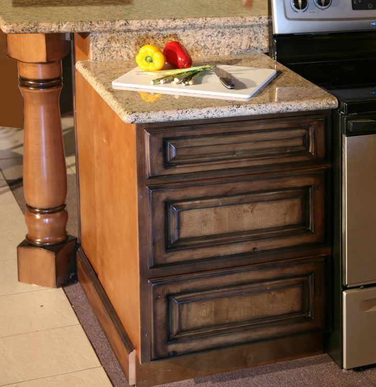 Pecan Maple Glaze Kitchen Cabinets, Rustic Finish- Sample