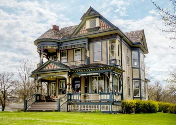 victorian house for sale | For sale the Queen Anne Victorian houses in Osceola, Iowa. It has ...