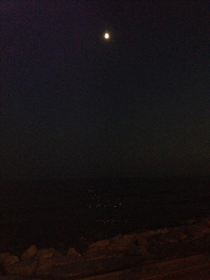 Purpurina en el mar #luna 📷: ~ Alba J.
