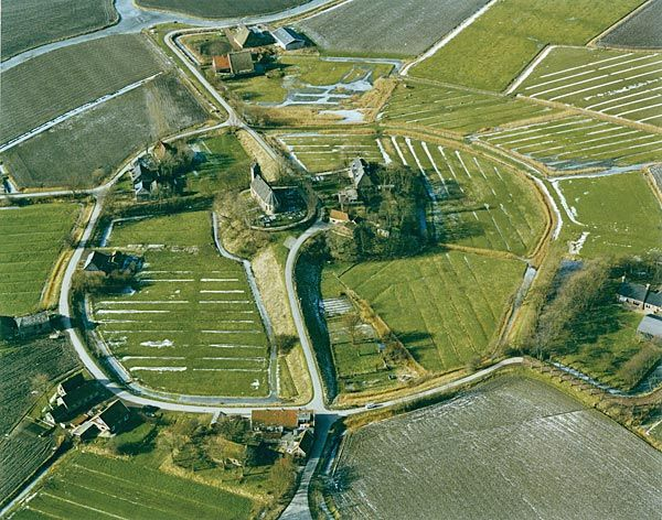 Terp van Hogebeintum (foto frieslandholland.nl)