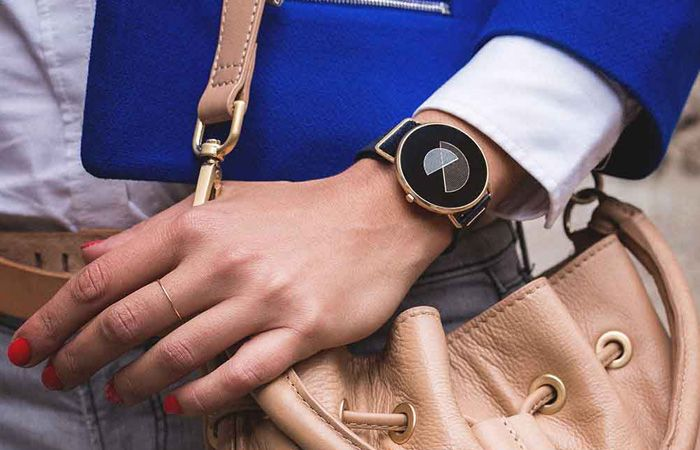 Shammane is a fashion oriented women's smartwatch compatible with iOS and Android.. #smartwatch #wearables http://relationshipmagicvips.blogspot.com.co/