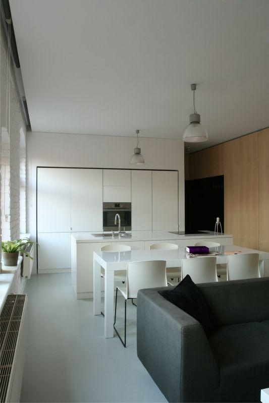 foorni.pl   mieszkanie śląskie, biała kuchnia z wyspa i jadalnią. Projektant: TTAT