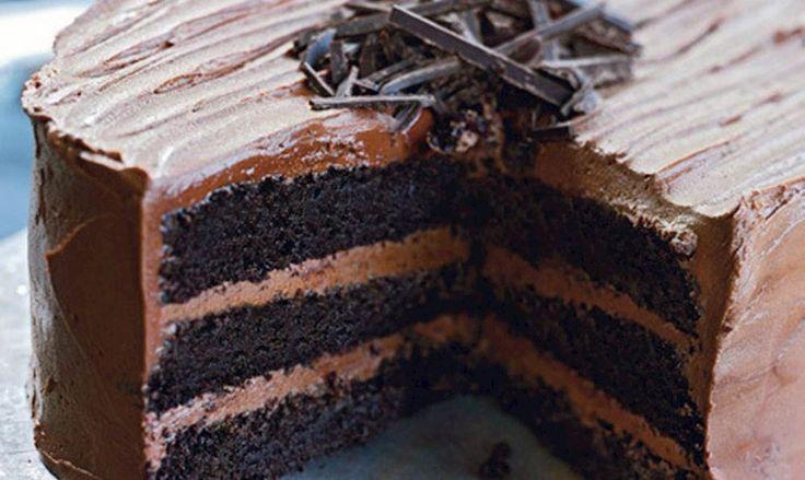 Trelags mørk chokoladekage (Triple layer dark chocolate cake)