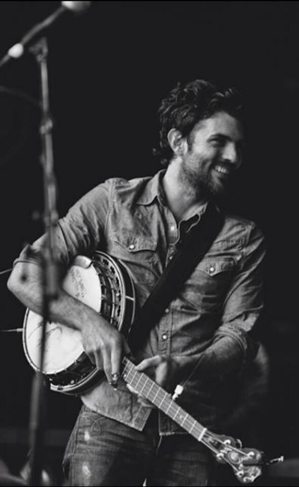 The banjo player... ❤️