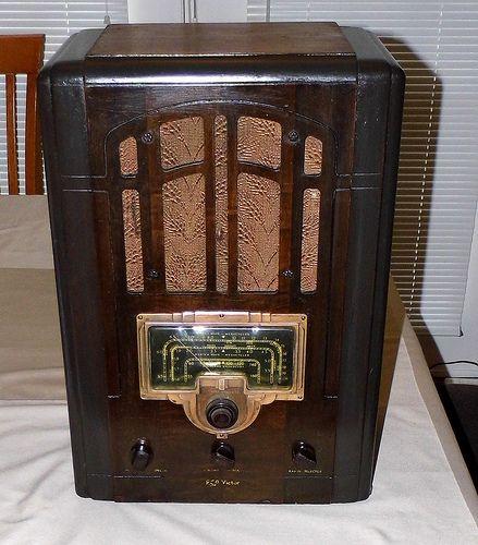 Vintage RCA Tombstone Radio, Model 6T2, Wooden Case, 6 Tubes, Circa 1936.