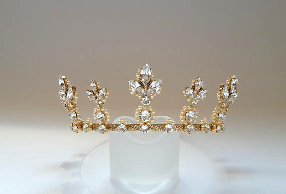 Wedding crown Pearl crown Bridal tiara Swarovski crystal tiara