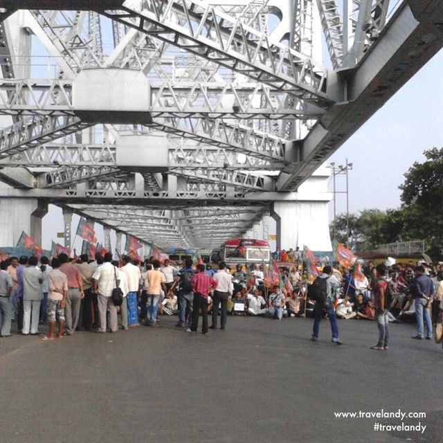 India's ruling party BJP blocks the Howrah bridge protesting over some issue
