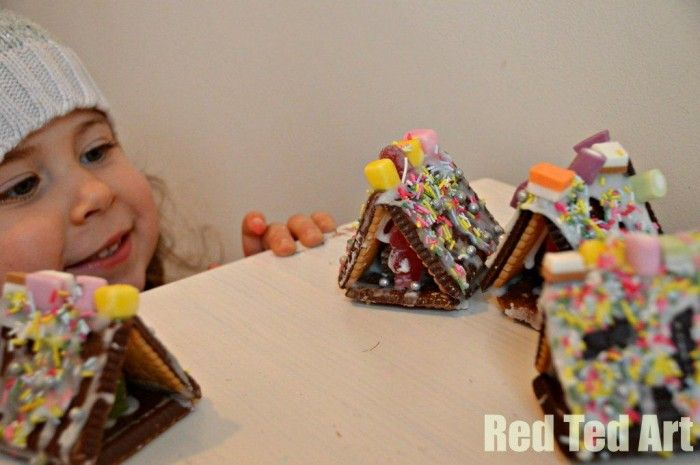 Kids Craft: Easy Mini Gingerbread Houses