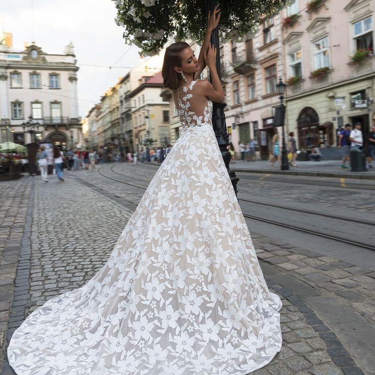 Модель DITRIKH из коллекции DOMINISS замечательный выбор! Нежные кружева, легкая ткань - идеальный вариант для лета! Вы прекрасны и заслуживаете на платье Вашей мечты! // The DITRIKH model from the DOMINISS collection the remarkable choice! Gentle laces, light fabric - ideal option for summer! You are beautiful and deserve on a dress of your dream!  #weddingday #beautiful #fashion #model #amazing #style #weddingfashion #photographer #bridalfashion #couture #weddingblog #невеста #свадьба…