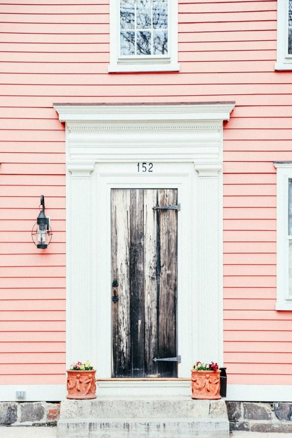 COLOR   Pink House