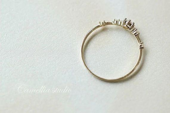 contratado de oro 14k anillo de piedras preciosas por TInyCamellia