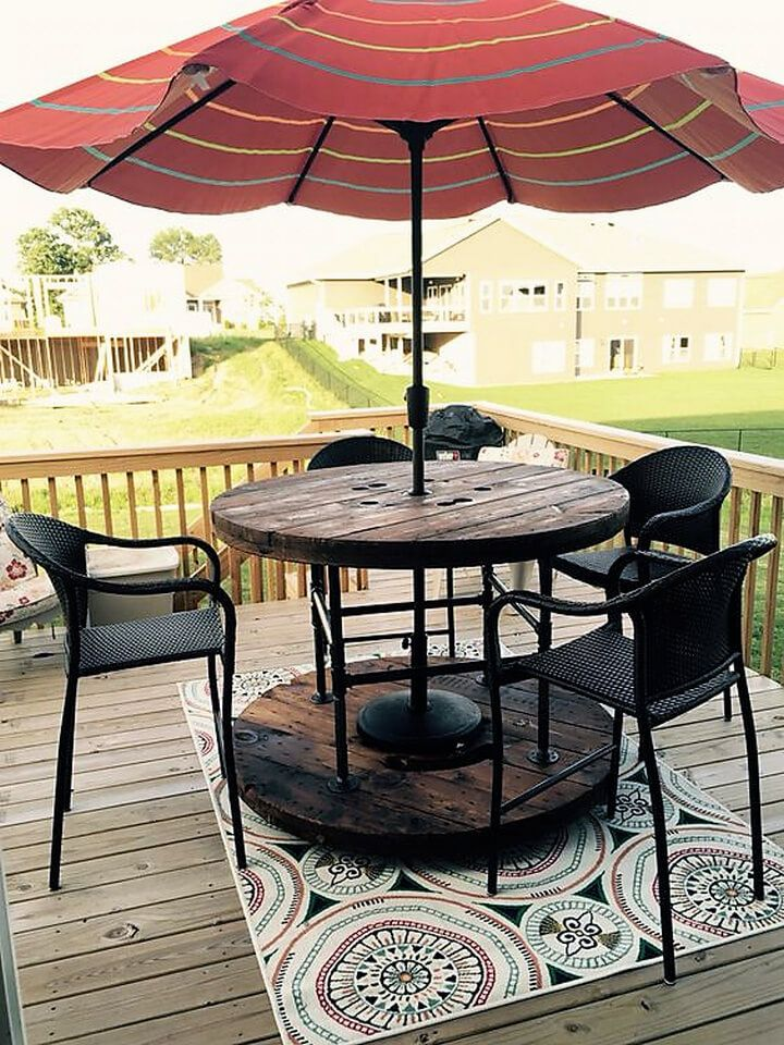 Look at this amazing patio deck and the picnic table made out of pallet cable spools. That is not only funky and easy to build but also cheap and quick fix. This table needs no formal assembling. Just insert in an umbrella and enjoy a sunny day. You can adorn the floor under the table with this beautiful mosaic to enhance your table's beauty.