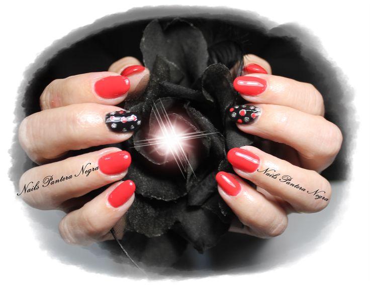 Unhas em gel cor pink red com nail art feita á mão!