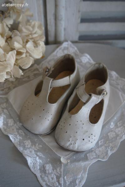 les 265 meilleures images propos de chaussures d 39 enfant sur pinterest chaussures de poup e. Black Bedroom Furniture Sets. Home Design Ideas