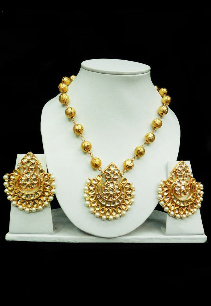 Look dazzling in this golden and white alloy based kundan studded gold polished necklace set Beautified with Beads Accompanied by a pair of matching earring