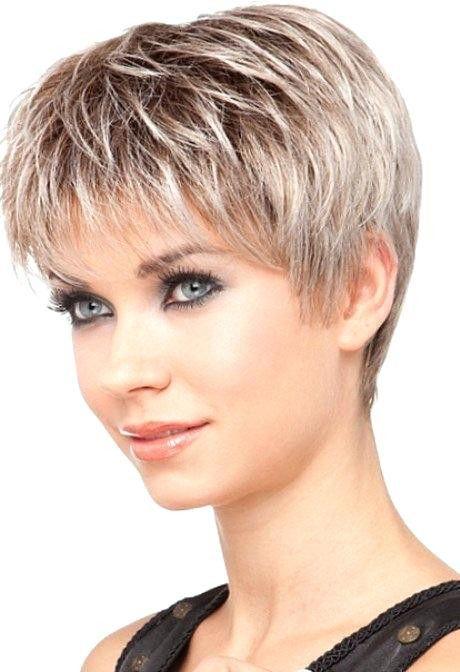 Coupe courte de cheveux pour femme