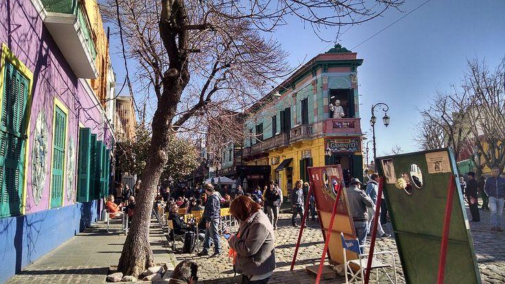 Um dos locais que adoro em Buenos Aires é o Caminito, que é uma rua no bairro de La Boca (mesmo bairro do estádio do Boca Juniors – La Bombonera – que falei no post anterior). O Caminito é uma rua colorida e alegre, talvez por isso tão querida. É um centro cultural e …