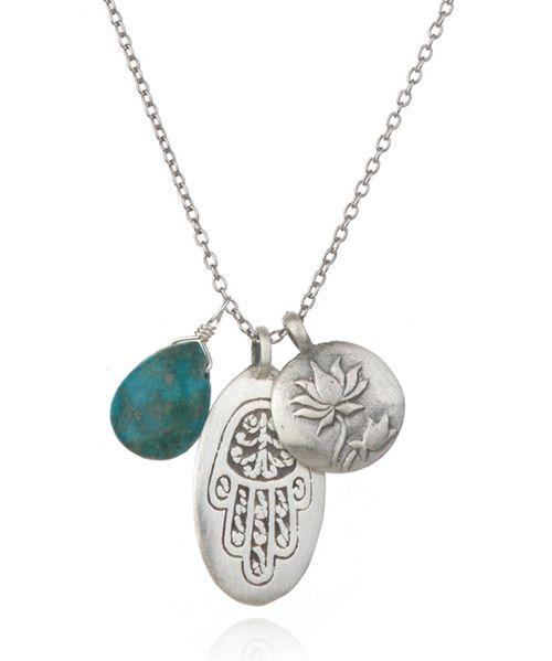 【Satya サティア】Silver Turquoise Hamsa Necklace - Lending Hand    ポジティブなエネルギーで溢れたお守りにピッタリな  トリプルチャームネックレス      癒しの石ターコイズと、ネガティブなエネルギーから守ってくれるシンボルとして知られている手の形をしたお守り、ハムサ。  そして、変化と新しい始まりを表し、障害になる物事を取り払ってくれるロータス(蓮)をモチーフにしたトリプルチャームのシルバーネックスレスです。