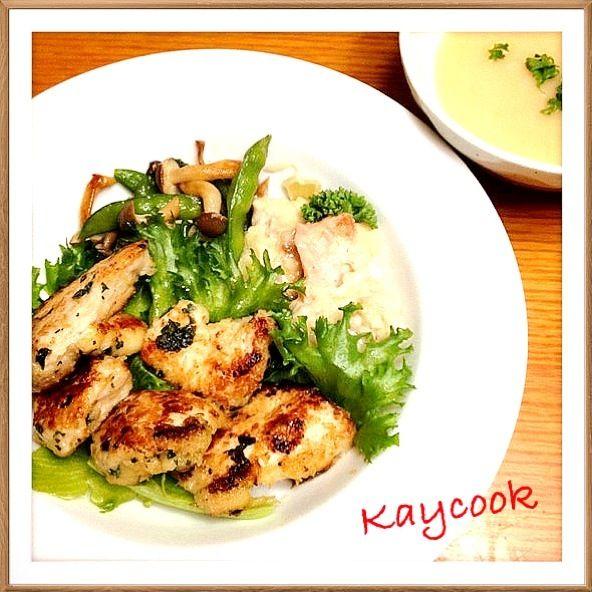 夕飯メニューです 鶏むね肉を塩コショウとバジル、オレガノを振ってしばらくおいたら、マヨネーズで柔らかくしてソテー。 付け合わせはサーモンのグラタンと野菜。 じゃがいものスープ(ビシソワーズ) - 11件のもぐもぐ - 鶏むね肉のバジルソテー。 by Kaycook