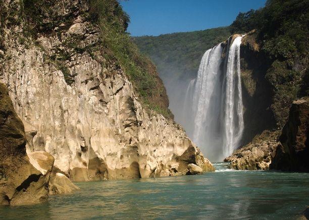 Cascada de Tamul, San Luis Potosi, Mexico — by Antonio and Amanda @ CYCLING EL MUNDO. A 2 hour river paddle brings you to the Cascada de Tamul.