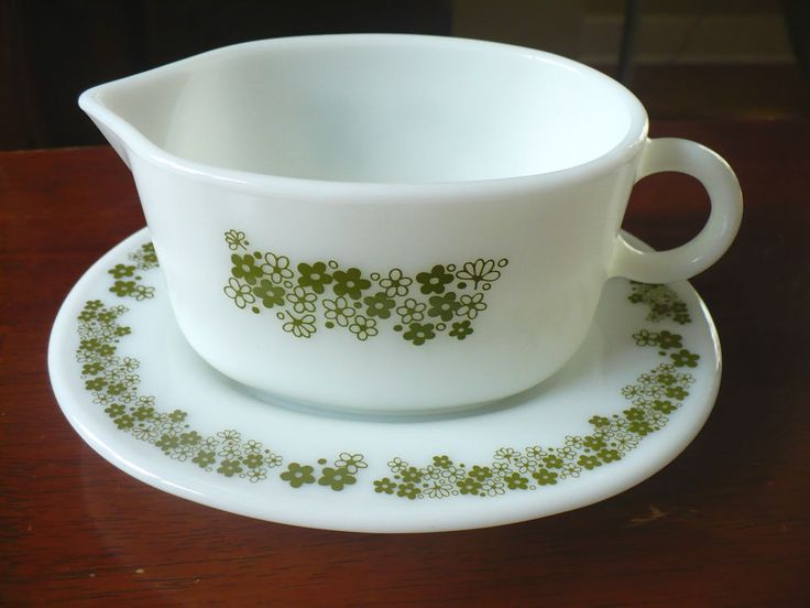 Vintage Green Pyrex Gravy Boat and Underplate Crazy Daisy Spring Blossom  #Pyrex