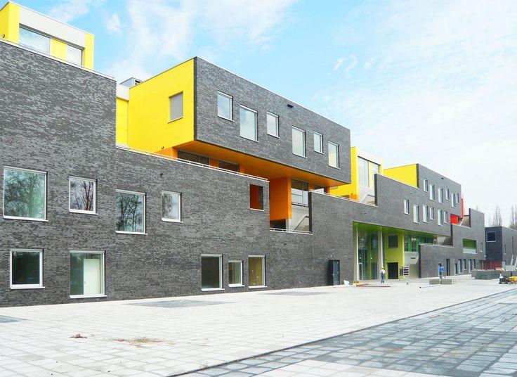 Construído pelo DMV architecten na Amstelveen, The Netherlands Amstelveen College — Unidade em diversidade caracteriza escola galeria    Amstelveen College no subúrbio de Amsterd...