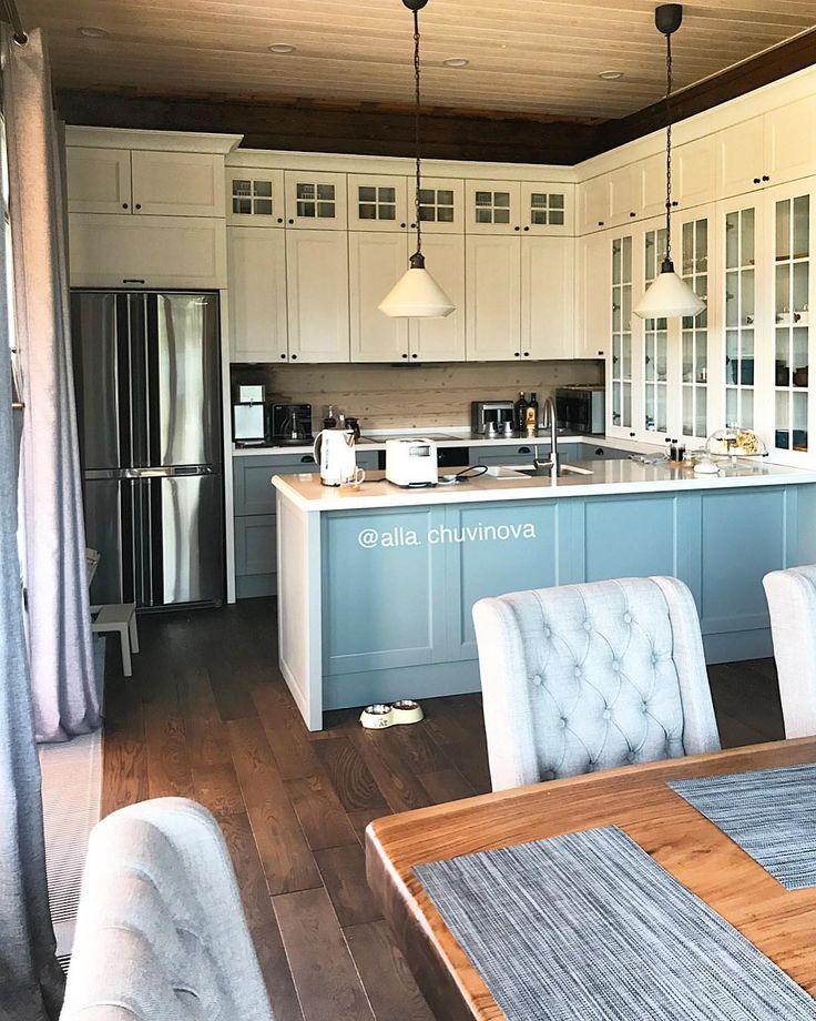 Я всегда рада новым фотографиям наших кухонь.  Эту кухню для @olesyach2007 установили год назад, живётся ей хорошо. Семья и гости ее любят и хвалят!  Спасибо 🙏🏻🌷.  .  ✅Фасады из ясеня.  ✅Столешница Кварц.  ✅Дизайнер Наталья .  ----------------------------------------------