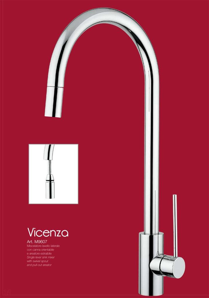 VICENZA - CROMO  Miscelatore lavello laterale con canna orientabile e areatore estraibile.