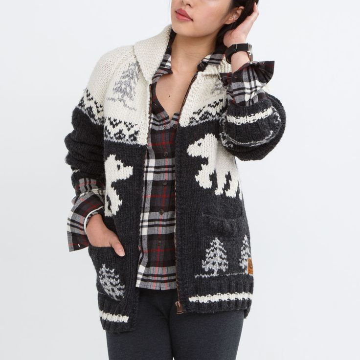 nullMary Maxim Unisex  Polar Bear Sweater