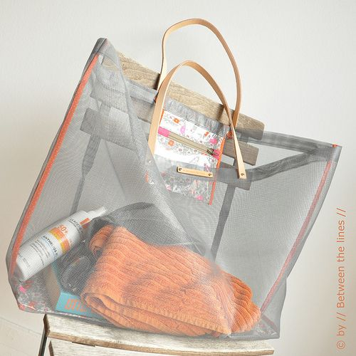 DIY ~Use a window screen to make the perfect sand-free beach bag <3