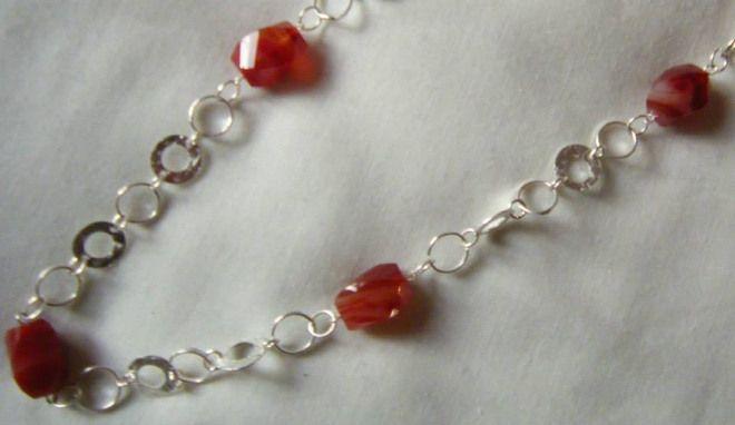 collana lunga con catena in argento  e pietre dure [corniola]