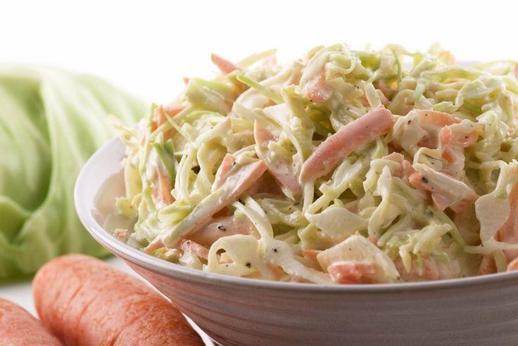 La coleslaw è una insalata di cavolo e carote molto popolare nei Paesi anglosassoni, dove è consumata come antipasto o contorno.