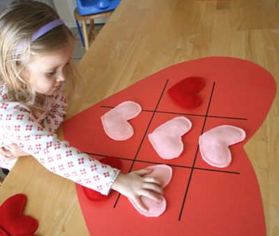 valentine's gift for classroom kids -- make up a bunch of hearts, and the base could be a fabric placemat w/ this on one side