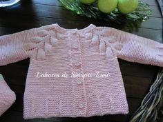 """Jersey de bebé con dibujo en ranglan cuyo patrón original lo encontrareis en la revista """"muestras y motivos"""" nº 21  Yo lo he tejido así: ..."""