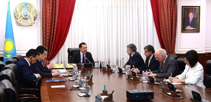 Bakytzhan Sagintayev holds a meeting with representatives of Shell  Today in Astana, Prime Minister of the Republic of Kazakhstan Bakytzhan Sagintayev met with representatives of the Royal Dutch Shell headed by the Executive Director, Ben Van Beurden.  http://s.pm.kz/Bwi0