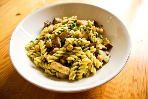 pasta with chickpeas, vegan pesto & smoked tofu