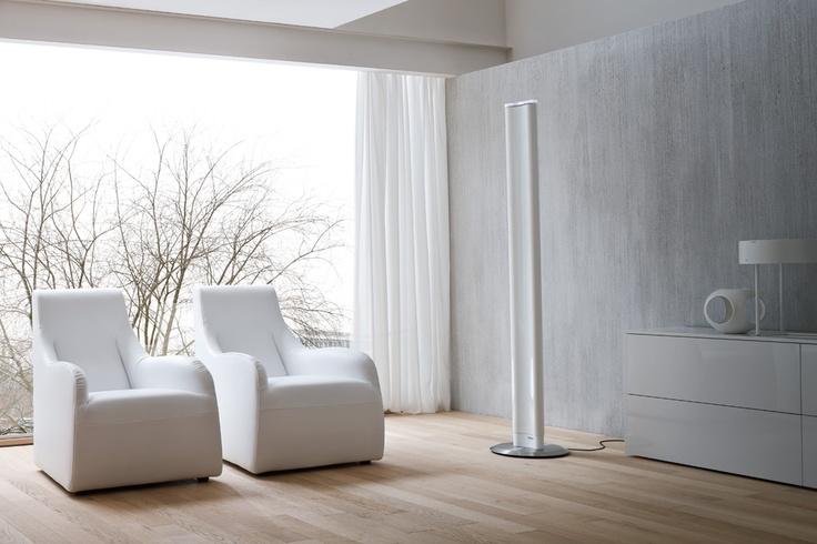 Needo Monolithe: la última idea en el proceso de evolución de la gama de radiadores decorativos de alto contenido tecnológico. Se caracterizan por su elevada eficiencia térmica, garantizada por la patente ACS, eje principal de la revolución promulgada por Needo, que proporciona un calor distribuido de manera óptima eliminando cualquier desperdicio de energía. La utilización de Monolithe como lámpara de pie LED de bajo consumo es otro beneficio que esta joya del diseño puede agregar a tu…