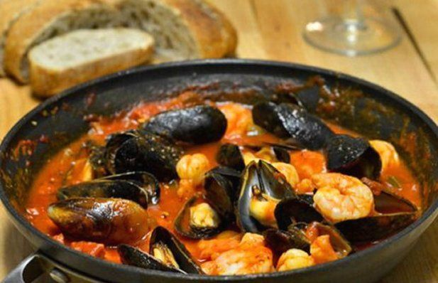 How to make Portuguese mussels and shrimp in chourico sauce.