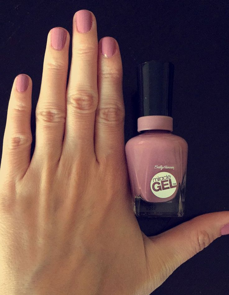 Sally Hansen Miracle Gel Polish in Street Flair lasts long and looks better than traditional SH polish.