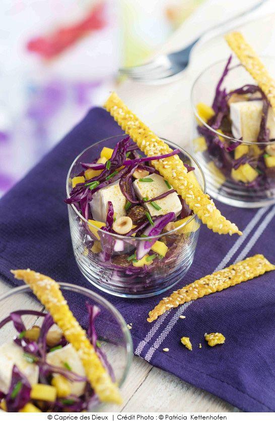 #Recette de #Salade de# chou rouge, mangue, raisins, noisettes et Mini Caprice