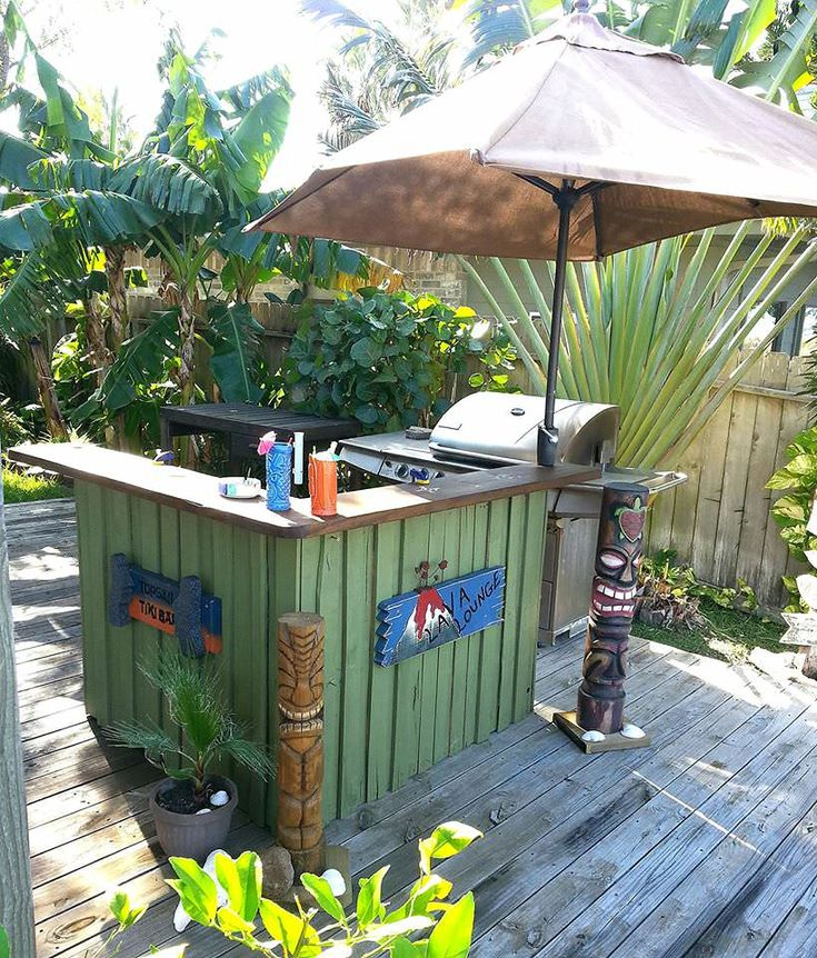 For this tiki bar, I used two 48x40 pallets and a 12x2 board for the top. I painted them green …