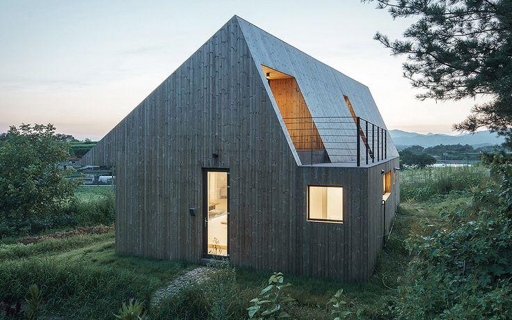 Et træhus kan sagtens se moderne ud, og det beviser Shear House med sine skarpe linjer og minimalistiske former.