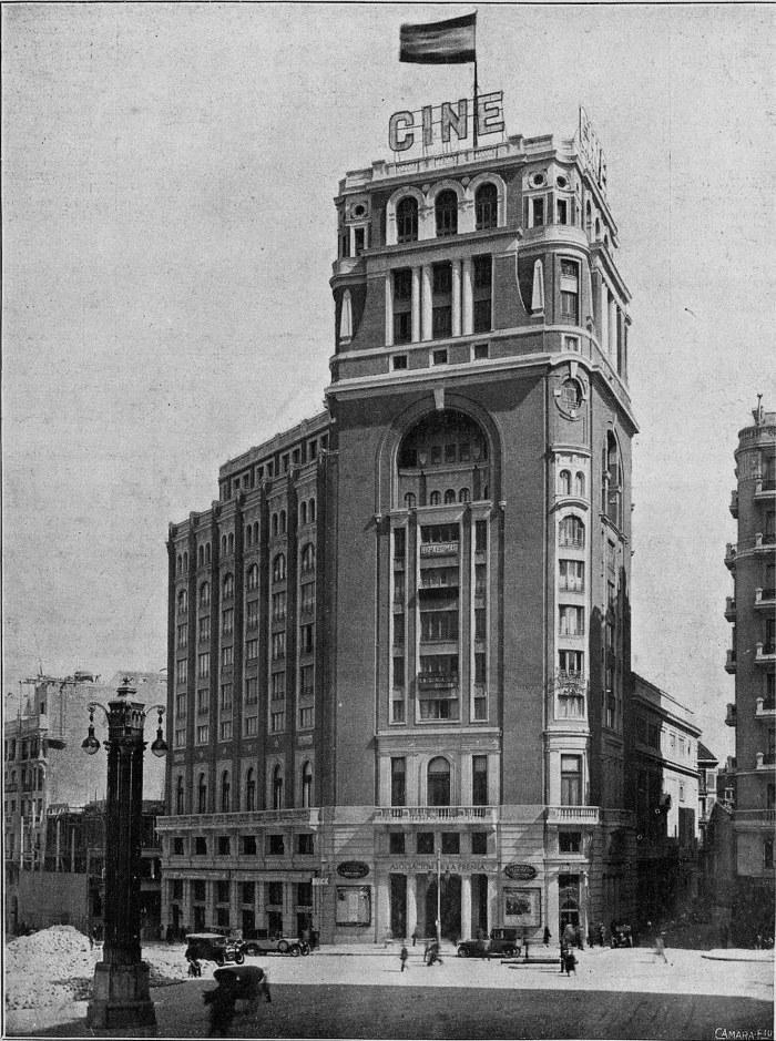 Cine Palacio de la Prensa, en la Plaza del Callao, el día de su inauguración el 2 de enero de 1929.