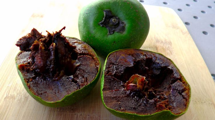 How to open and eat Black Sapote, Cocolate Pudding Fruit!