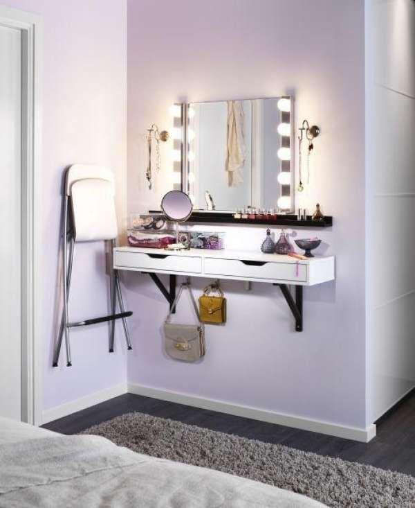 Une coiffeuse accrochée au mur pour un petit espace. 20 idées de coiffeuses de rêve