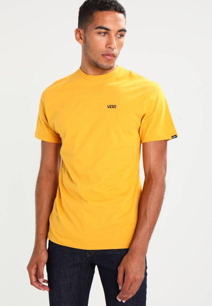 Vans. LEFT CHEST LOGO CLASSIC FIT - T-shirt basic - mineral yellow. Materiał:100% bawełna. długość:standardowa. Struktura/rodzaj materiału:dżersej. Rodzaj dekoltu:okrągły. Wskazówki pielęgnacyjne:pranie w pralce w 30°C. Długość rękawa:krótki rękaw. wzór:kolor jedno...